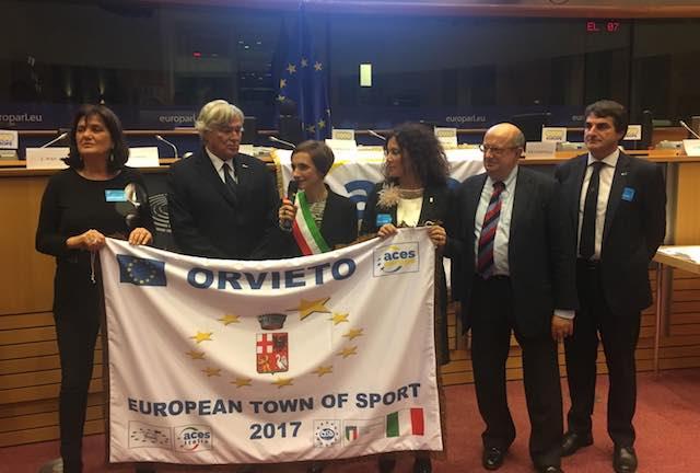 """Orvieto riceve al Parlamento Europeo di Bruxelles il riconoscimento internazionale di """"Comune Europeo dello Sport 2017"""""""