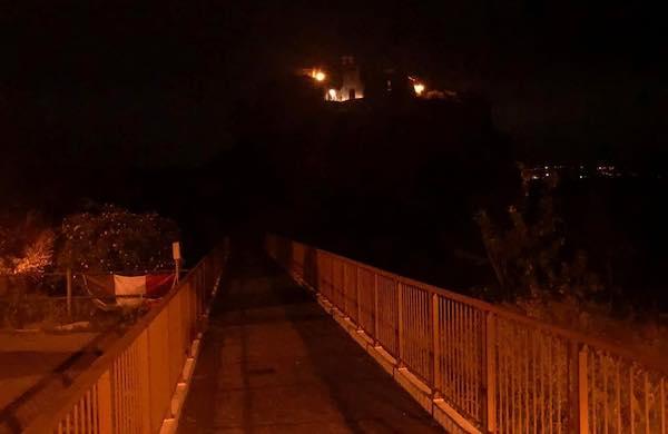 Il Ponte di Civita si spegne per esprimere vicinanza agli Ho.re.ca