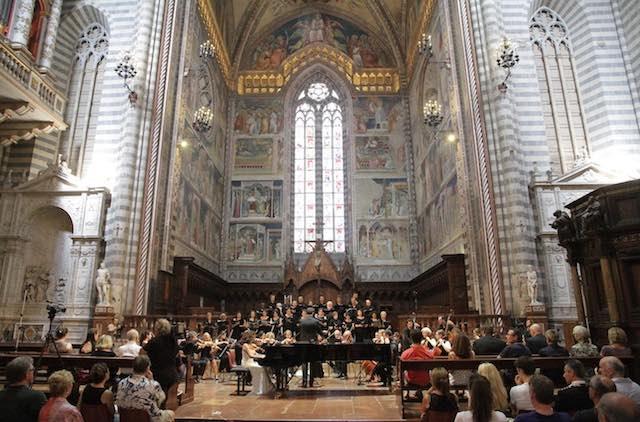 Si apre la Settimana Santa. Lunedì 25 marzo Concerto di Pasqua in Duomo con Uto Ughi solista e direttore