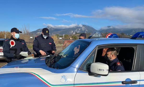 Covid-19, Polizia in campo per i controlli sugli spostamenti