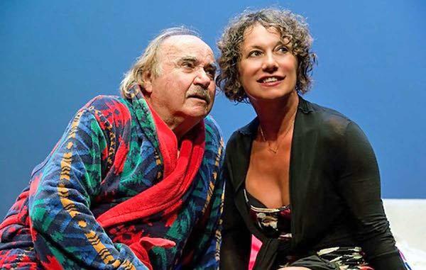 """Coppia aperta quasi spalancata"" al Teatro Comunale ""Rossella Falk"""