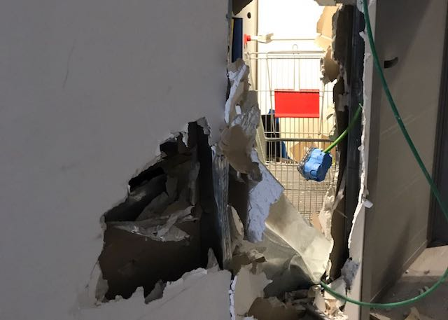 Ladri scatenati, fanno razzia all'Euronics di Porta d'Orvieto