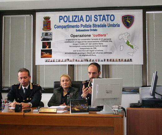 """Operazione """"cutters"""". Duro colpo della Polstrada di Orvieto alla """"banda dei tir"""". 26 in manette"""