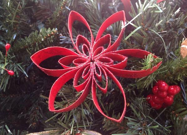 """""""Un Natale con i...fiori"""". Decorazioni fai da te, cacce al tesoro e visite artistiche"""