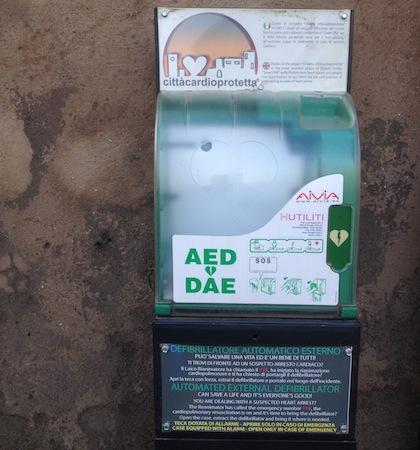Asportato dalla teca il defibrillatore automatico posizionato in piazza Duomo
