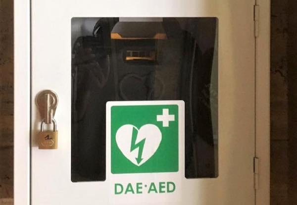 Installato un defibrillatore pubblico nella sede della Provincia