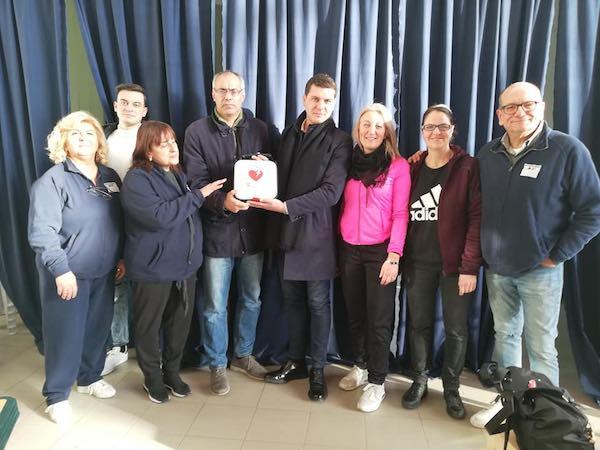 """""""Accorciamo le distanze"""", donati due defibrillatori al Comune"""