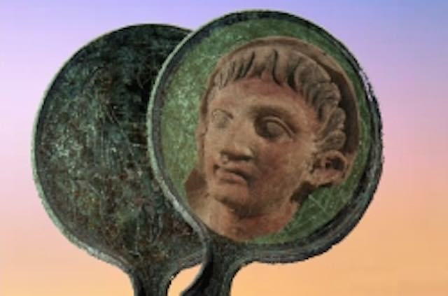 Lo specchio etrusco con i Dioscuri esposto all'Antiquarium Comunale