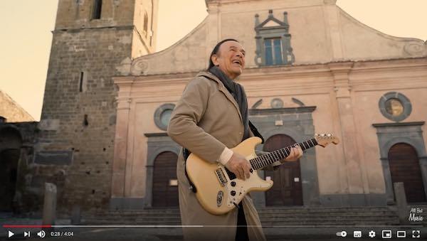 """""""Resistere"""", fuori il video di Dodi Battaglia interamente girato a Civita di Bagnoregio"""