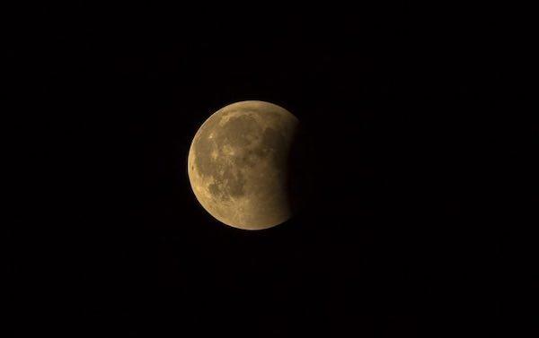 Eclissi di Luna da ammirare a Titignano. I consigli per fotografarla