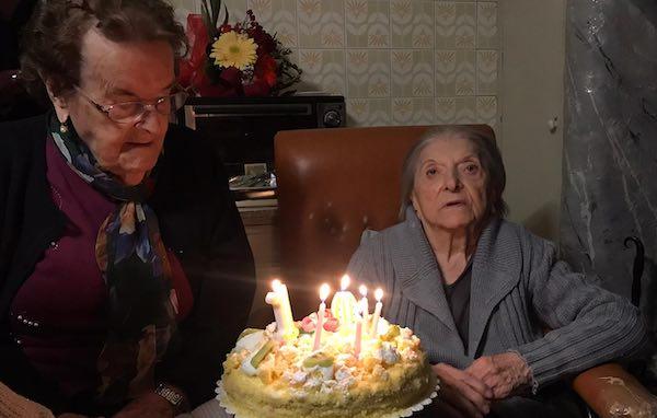 Festa grande per i 104 anni di Santina ed Elisa