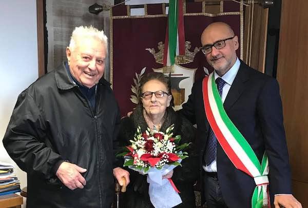 Enzo e Rina, da 65 anni insieme. Gli auguri del Comune