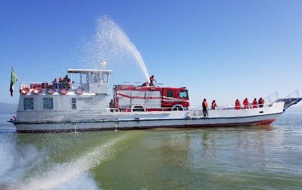 Incendio a bordo di una motobarca, ma è solo un'esercitazione