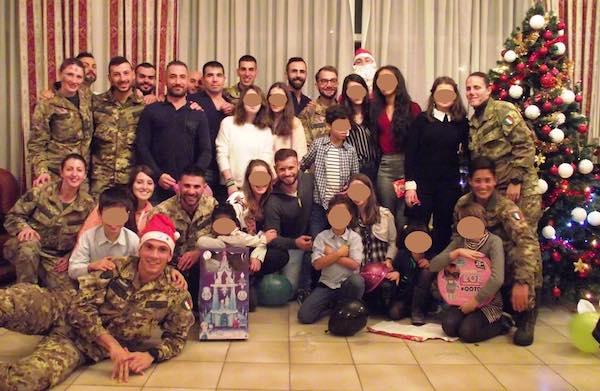 """Serata di Natale con la Casa di Accoglienza """"Sacra Famiglia"""" alla Caserma """"Soccorso Saloni"""""""