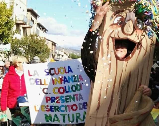 """""""L'Esercito della Natura"""" conquista Sferracavallo. Battaglia di coriandoli in Piazza Olona"""