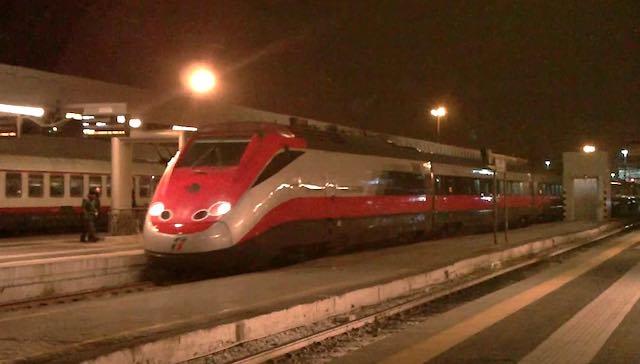 L'Euronight non si ferma alla stazione, passeggeri costretti a scendere a Chiusi