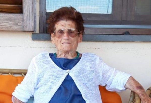 Festa grande a Montecchio. Evelina Menichini compie 101 anni