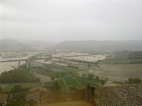 L'alluvione guasta la festa alla 25° Mostra del Tartufo di Fabro