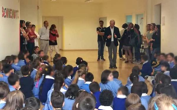 """Il Comune distribuisce borracce in alluminio all'Istituto """"Raffaele Laporta"""""""