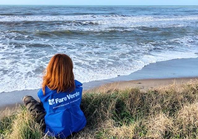 """""""Il Mare d'Inverno"""". Volontari al lavoro con """"Fare Verde"""" per spiagge pulite"""