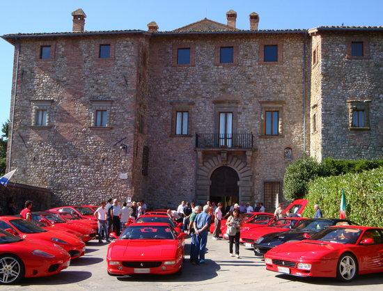 Grande successo per la 2a edizione del ritrovo Ferrari a Fabro