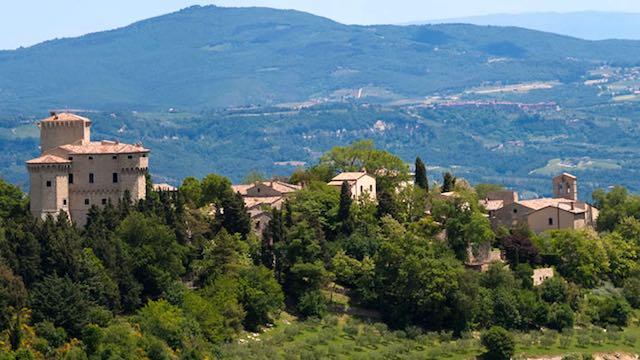 Ponte di Ognissanti al Castello di Fighine, tra relax e cucina stellata