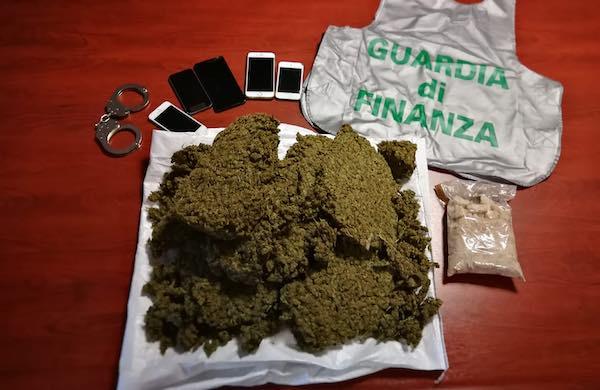 Traffico internazionale di stupefacenti, arrestato con oltre 3 chili di droga