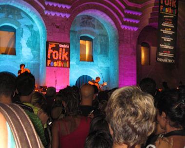 Pienone e ottima musica per Umbria Folk Festival. Si prosegue con Mimmo Epifani e Tonino Carotone