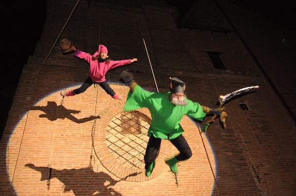 Befana e Folletti scendono dal Campanile del Duomo