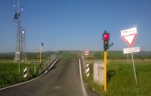 SP 54 Fondovalle. La segnalazione di un lettore sul funzionamento del semaforo