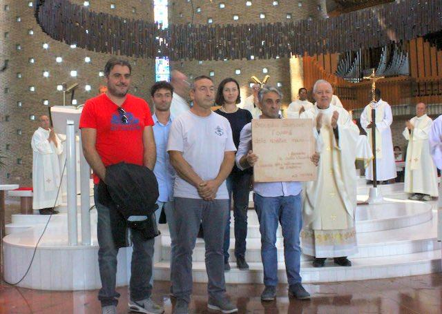 Targa in cotto dei maestri fornaciai per ricordare la costruzione del Santuario di Collevalenza