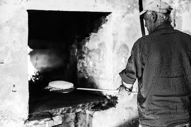 Profumo di pane, pizze e tortucce, riapre l'antico forno comunale