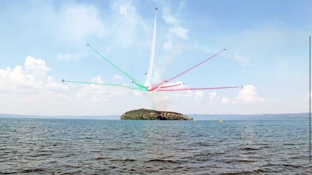 """""""Air Show"""", le Frecce Tricolori sul Lago di Bolsena incantano gli spettatori"""