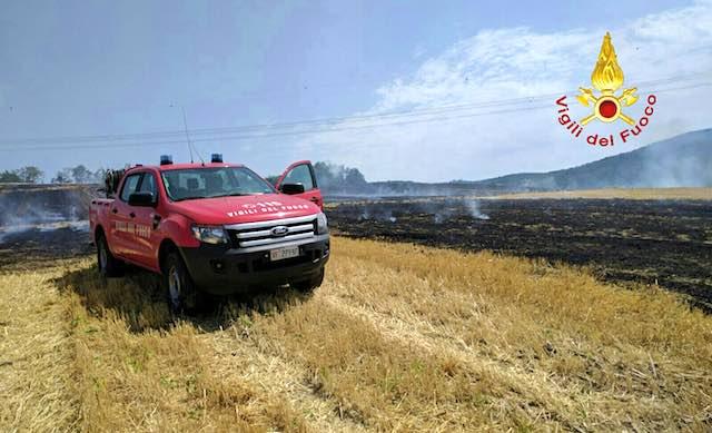 A fuoco sterpaglie e bosco a Parrano, fiamme anche in località Doglio