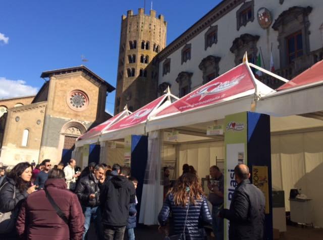 """Partenza bagnata per """"I Gelati d'Italia"""", buona l'affluenza di turisti in città"""