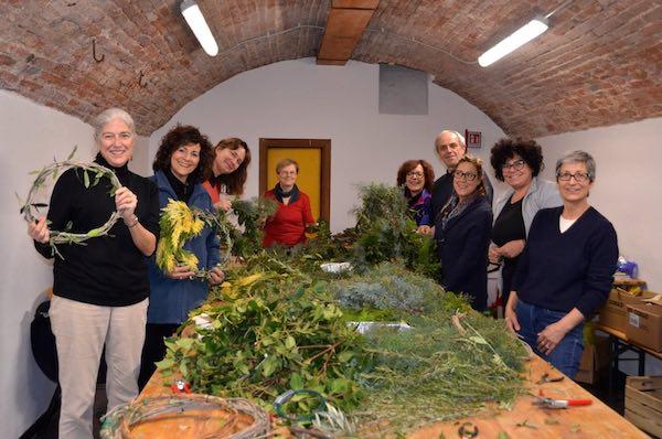 Ghirlande natalizie per il borgo realizzate a domicilio e con l'aiuto di un tutorial