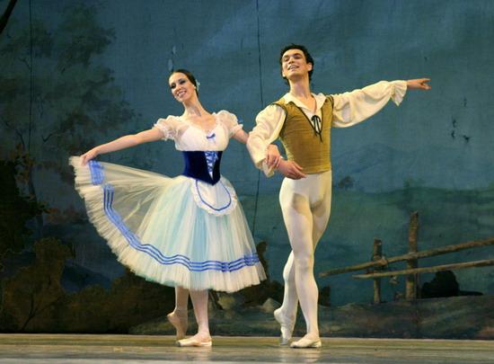 Giselle. Per l'Epifania la grande danza torna sul palcoscenico del Mancinelli