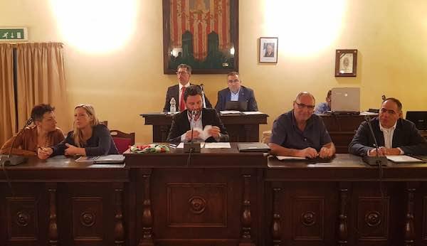 Matteo Burico giura da sindaco e assegna le deleghe alla giunta