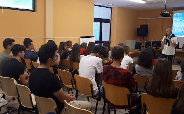 Gli studenti incontrano Giuseppe Carrisi per parlare di legalità e infanzia violata