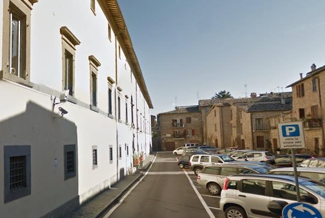 "Lavori edili alla Caserma ""Nino Bixio"", sosta vietata in Piazza Guerrieri Gonzaga"
