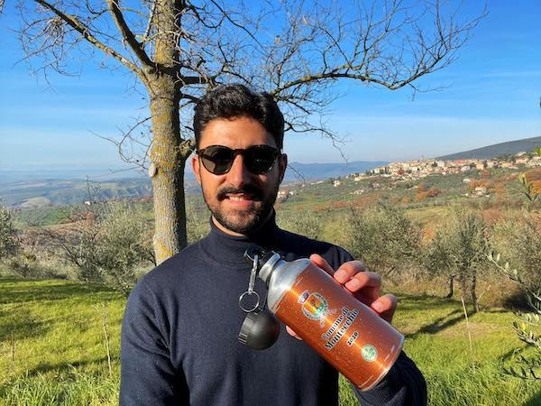 Il Comune di Montecchio dona ai più piccoli una borraccia con la frase di Pavese