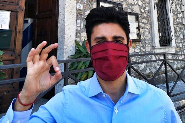 Anche a Montecchio c'è l'obbligo di indossare la mascherina in pubblico