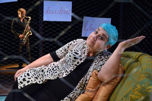 Serra Yilmaz è Grisélidis. Memorie di una prostituta, sul palco del Teatro Boni