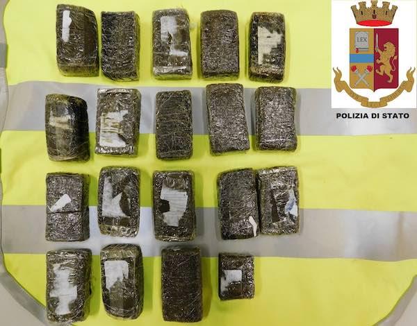 Da Roma a Perugia in taxi per spacciare, 41enne arrestato dalla Polizia