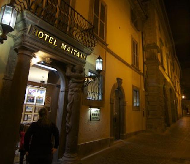 In un solo colpo addio all'Hotel Maitani e al Caffè del Teatro