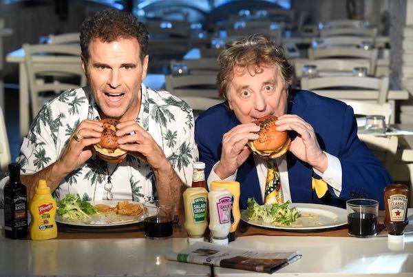 """Enzo Iacchetti e Pino Quartullo in scena con """"Hollywood Burger"""""""