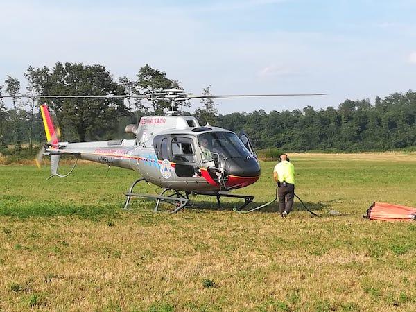 Vasto incendio sull'Alfina, interviene elicottero