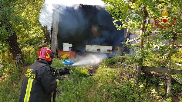 Incendio alla cisterna di gasolio, muore il 78enne rimasto ustionato