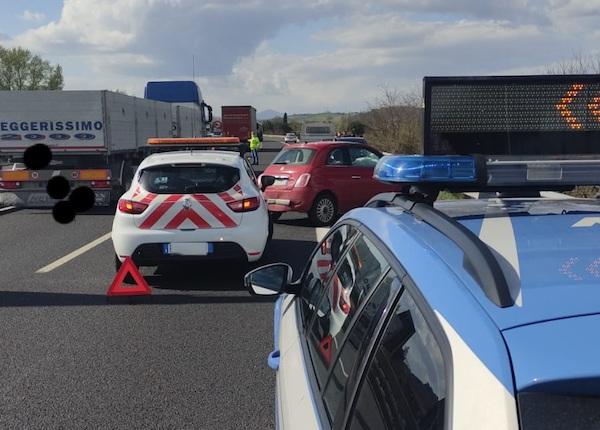 Incidente sull'A1 poco dopo il casello di Orvieto, coinvolte quattro auto