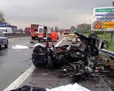 Con l'auto contro il tir sull'A1. Muore un palermitano, ferito il passeggero